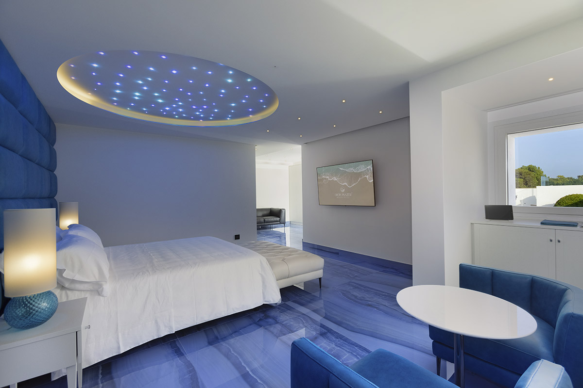 953_1_giorno_azzurro_B-Grotta-Palazzese-Beach-Hotel